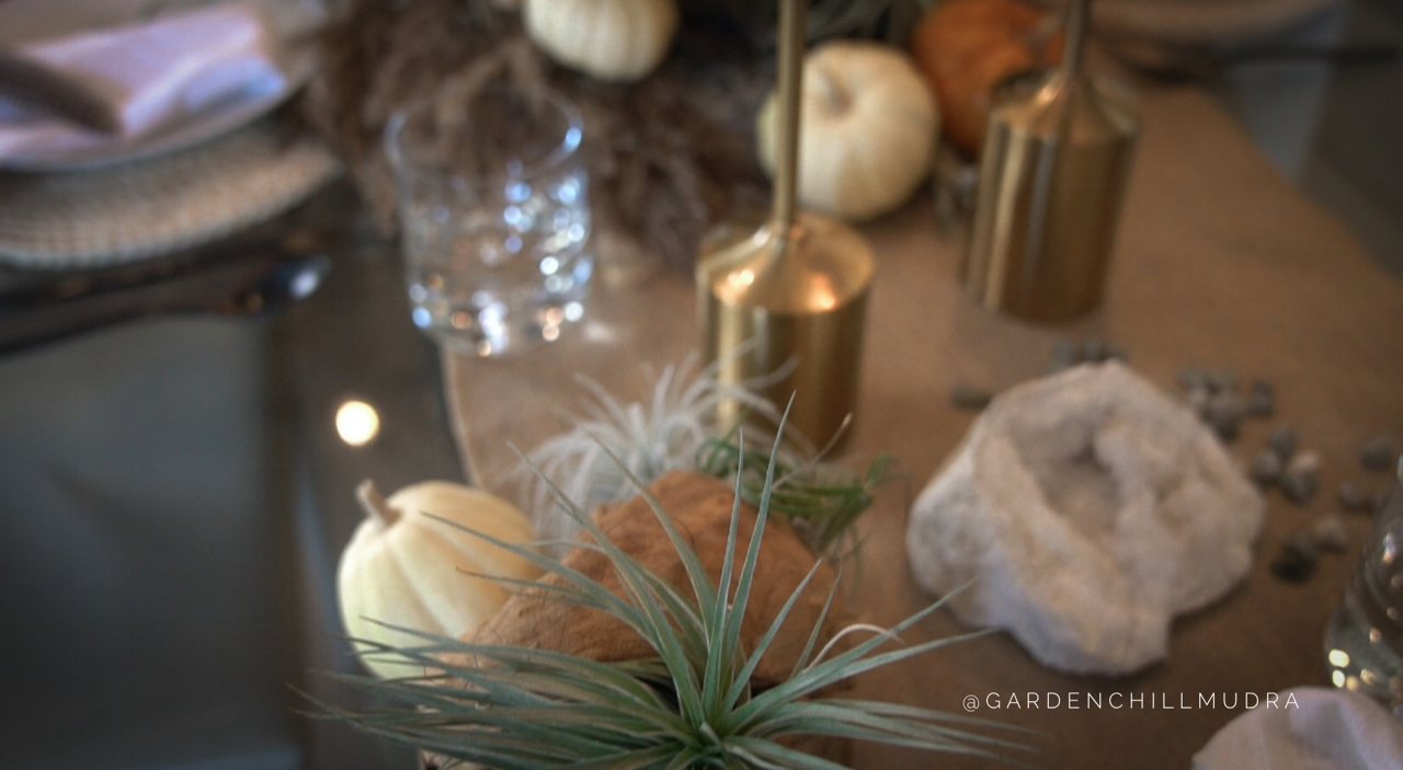 How to create texture and contrast on a tablescape